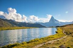 Paesaggio fantastico con il Cervino nelle alpi e nella La svizzere Fotografia Stock Libera da Diritti
