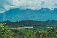 Paesaggio fantastico delle montagne di Dalat, del Vietnam, dell'atmosfera fresca, della villa fra la foresta, della forma dell'im Immagini Stock Libere da Diritti