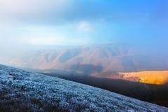 Paesaggio fantastico di autunno con gelo immagini stock