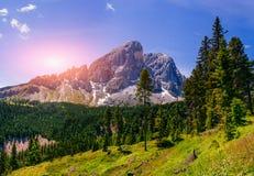 Paesaggio fantastico di estate delle montagne nelle alpi Fotografie Stock