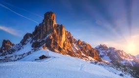 Paesaggio fantastico di inverno, Passo Giau con Ra Gusela famoso, NU immagini stock libere da diritti