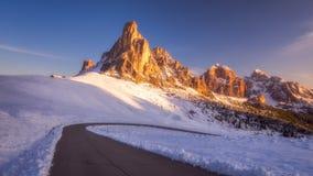 Paesaggio fantastico di inverno, Passo Giau con Ra Gusela famoso, NU fotografia stock libera da diritti