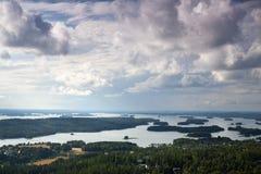 Paesaggio finlandese in pieno dei laghi Immagine Stock