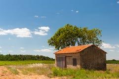 Paesaggio francese con il granaio Fotografia Stock Libera da Diritti