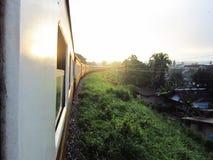 Paesaggio fuori del treno Fotografie Stock