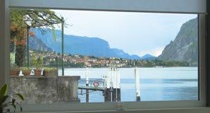 Paesaggio fuori la finestra Immagine Stock