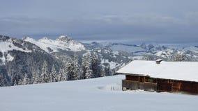 Paesaggio idilliaco di inverno nel Bernese Oberland Fotografia Stock