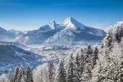 Paesaggio idilliaco di inverno nelle alpi Fotografia Stock