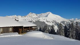 Paesaggio idilliaco di inverno nelle alpi svizzere Fotografie Stock Libere da Diritti