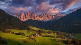 Paesaggio idilliaco di tramonto dalle alpi del sud del Tirolo Fotografia Stock Libera da Diritti