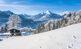 Paesaggio idilliaco nelle alpi bavaresi, Berchtesgaden, Germania di inverno Immagini Stock