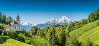 Paesaggio idilliaco nelle alpi bavaresi, terra di Berchtesgadener, Baviera, Germania della montagna Fotografia Stock