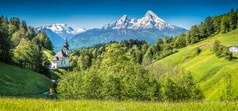 Paesaggio idilliaco nelle alpi bavaresi, terra di Berchtesgadener, Baviera, Germania della montagna Immagine Stock