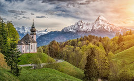 Paesaggio idilliaco nelle alpi bavaresi, terra di Berchtesgadener, Germania della montagna Immagini Stock