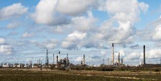 Paesaggio industriale - al bordo della zona verde immagini stock libere da diritti