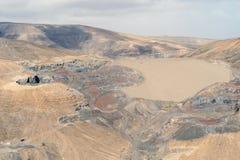 Paesaggio industriale nelle montagne di bella Fuerteventura, isole Canarie, Spagna fotografia stock