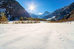 Paesaggio iniziale di inverno dell'autunno tardo nelle alpi L'Austria, Tirolo Immagini Stock Libere da Diritti