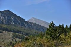 Paesaggio intorno alla montagna di Rtanj in Serbia immagini stock