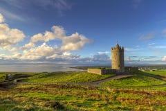 Paesaggio irlandese con il castello Fotografie Stock Libere da Diritti