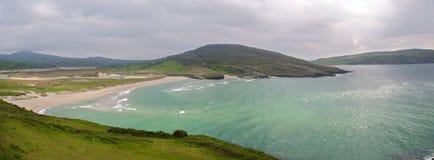 Paesaggio irlandese scenico di vista sul mare della natura Fotografie Stock Libere da Diritti