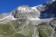 Paesaggio italiano di estate di Mont Blanc del lato Mont Blanc è il più alto picco delle alpi occidentali europee Immagini Stock