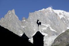 Paesaggio italiano di estate di Mont Blanc del lato Mont Blanc è il più alto picco delle alpi occidentali europee Fotografia Stock