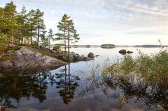 Paesaggio litoraneo, lago Saimaa, Finlandia immagini stock