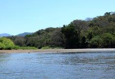 Paesaggio lungo il fiume di Tarcoles Immagini Stock Libere da Diritti