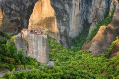 Paesaggio magnifico della molla Monastero ortodosso della st Barbara di Rousanou immagine stock libera da diritti