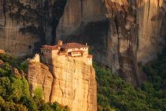Paesaggio magnifico della molla Monastero ortodosso della st Barbara di Rousanou fotografia stock libera da diritti