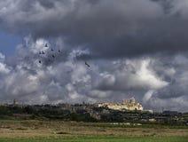 Paesaggio maltese, Mdina il giorno nuvoloso Fotografia Stock Libera da Diritti
