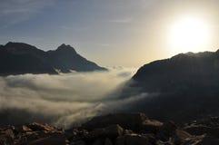 Paesaggio marittimo da alba, Italia delle alpi Fotografia Stock