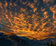 Paesaggio meraviglioso della natura cielo maestoso sopra la montagna nella mattina Immagine Stock Libera da Diritti