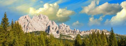 Paesaggio meraviglioso delle alpi - dolomia italiane di estate Fotografia Stock Libera da Diritti