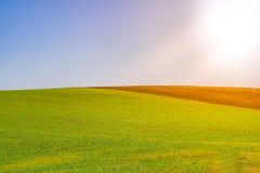Paesaggio minimo del campo Colori e minimalismo Fotografie Stock Libere da Diritti
