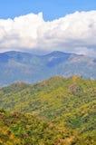 Cielo, nuvola e montagna fotografia stock