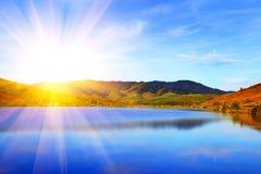 Paesaggio. Montagne e lago Fotografia Stock Libera da Diritti