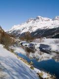 Paesaggio montagnoso dello Snowy Fotografie Stock