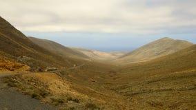 Paesaggio montagnoso su Fuerteventura, Spagna Immagine Stock