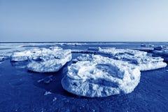 Paesaggio naturale del ghiaccio residuo della costa Fotografia Stock