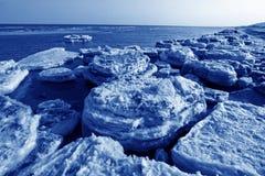 Paesaggio naturale del ghiaccio residuo della costa Immagini Stock Libere da Diritti
