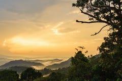 Paesaggio naturale della montagna di alba di vista Immagine Stock Libera da Diritti