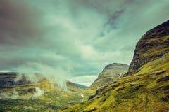 Paesaggio nebbioso di autunno della montagna Fotografie Stock Libere da Diritti