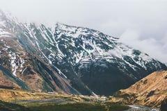 Paesaggio nebbioso di viaggio del paesaggio delle montagne Immagini Stock Libere da Diritti