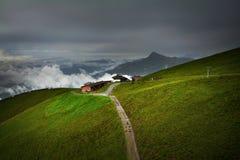 Paesaggio nebbioso nelle montagne delle alpi, Tirolo, Austria Immagini Stock Libere da Diritti
