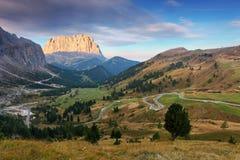 Paesaggio nelle alpi dell'Italia - Passo Gardena della montagna in dolomia Fotografia Stock Libera da Diritti