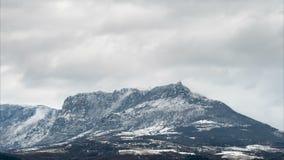 Paesaggio nelle montagne, lasso di tempo di inverno stock footage