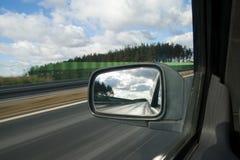 Paesaggio nello specchio di un'automobile Immagine Stock Libera da Diritti