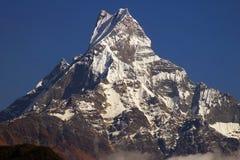Paesaggio nepalese con Machhapuchhre 6993m Immagini Stock