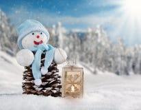 Paesaggio nevoso di inverno con l'uomo della neve Fotografia Stock Libera da Diritti